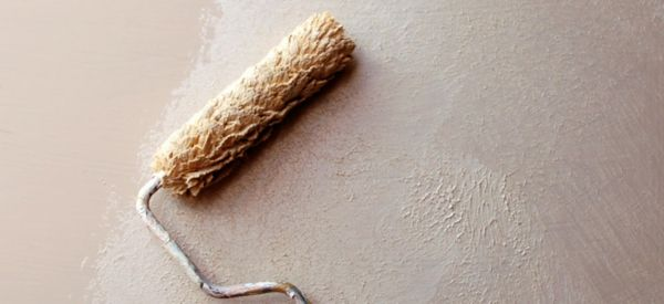 innenwände verputzen streichputz auftragen mit  einer walze