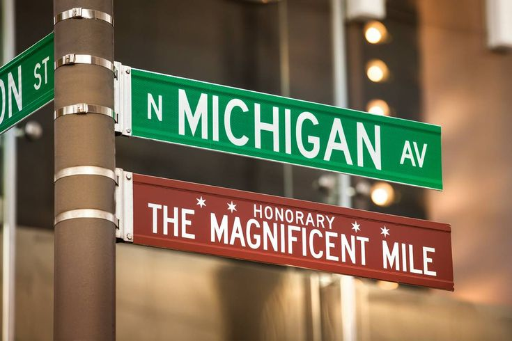 The Magnificent Mile identifies the stretch of Michigan Ave extending north from the Chgo River to Oak St, famous for its collection of the world's most exclusive retailers. It's Chgo's answer to Fifth Ave in NYC or the Champs-Élysée in Paris, including the fact that some of the city's most notable architecture is also there. In December, the holiday lights festival on the Mile is legendary.