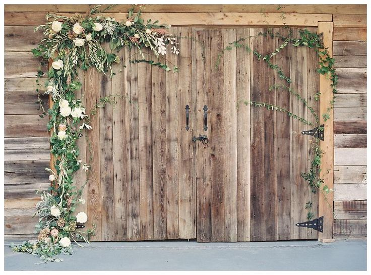 Barn doors with floral garland. Florals by Nectar. Image by Allison Kuhn Photography.