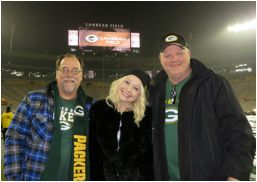 "Last night (12/8), RAELYNN sang the national anthem at Lambeau Field in Green Bay, WI to kick-off ESPN's live coverage of NFL Monday Night Football. The home victory saw the Packers defeat the Atlanta Falcons with a final score of 43-37. The 20-year-old ""God Made Girls"" singer invited her family, who are avid Packers fans, …"