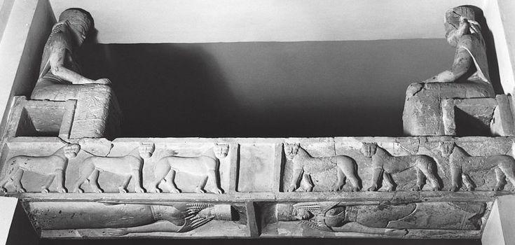 Architrave con leoni e divinità; fine VII secolo a.C.; rilievo in calcare; da tempio di Prinias, isola di Creta.