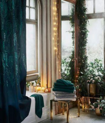 Uppdatera ditt vardagsrum med vårt sortiment av inredningsprodukter. Från färgglada kuddar och mysiga filtar till klassiska gardiner och elegant förvaring.