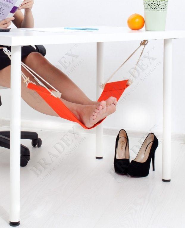 Гамак для релаксации ног «БАГАМЫ» АРТИКУЛ: SU 0005 Продолжительная сидячая работа, длительные поездки в автомобиле и общественном транспорте утомляют Вас. Устают и Ваши ноги. Позвольте Вашим ножкам отдохнуть, подарите им гамак для релаксации ног «БАГАМЫ», и Вы увидите, на сколько бодрее и лучше Вы будете себя чувствовать после рабочего дня.  Преимущества: •  Уменьшает нагрузку на икры, бедра и ступни •  Позволяет удобно расположиться за столом как для работы, так и для отдыха • …