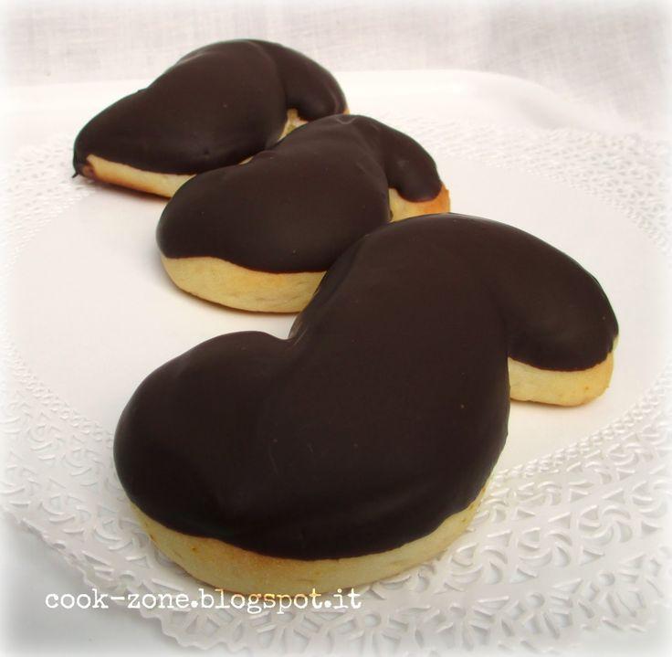 In genere è chiamato viscottu ca' liffia. In realtà non è un vero e proprio biscotto ma una brioche morbidissima. Da non confondere con ...
