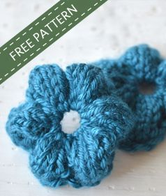 Get your FREE knitted flower pattern! Have you tried a knitted flower and not had success? I used to always crochet my flowers, until I discovered this method to knit a flower, now I'll never go back! You'll love this method too. Click through to get your FREE pattern!