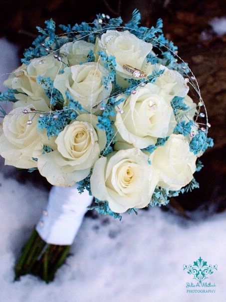 This is pretty awesome. Love the Cream and Blue. It's the first bouquet that i've liked at all.