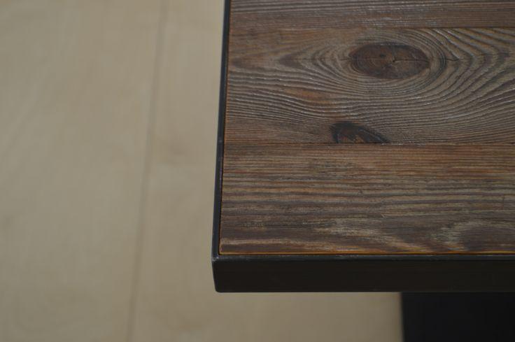 dettaglio tavolo, legno di recupero e ferro. realizzazione falegnameria Cesare Roversi arredamenti www.roversi.it