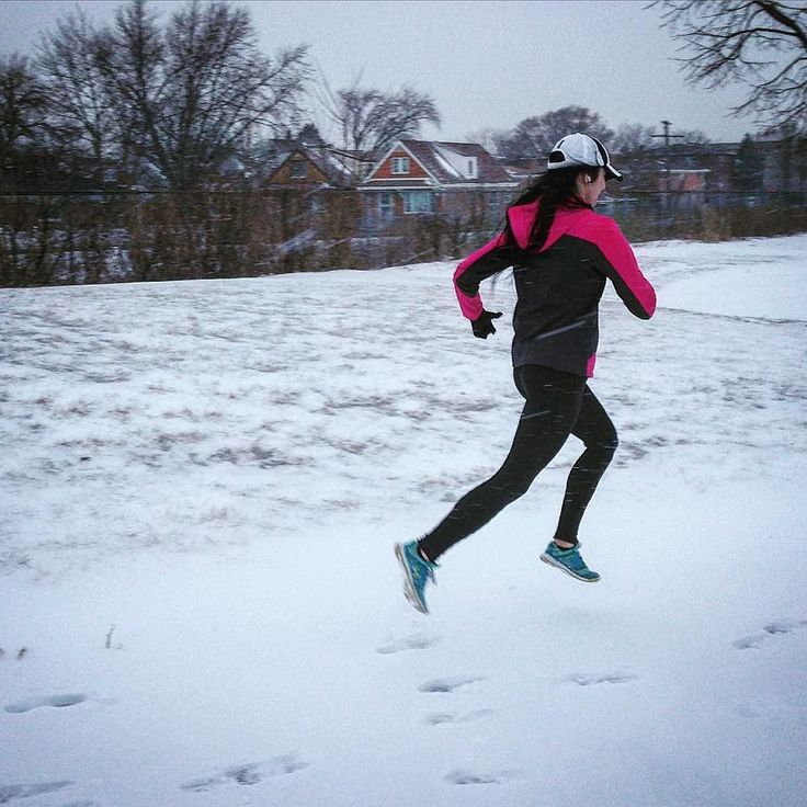 Flying snowbird ! #snow #run #running #underarmour #chilly #chicagorunning #chicago #noexcuses #striding #pushpullgrind by run_forefoot