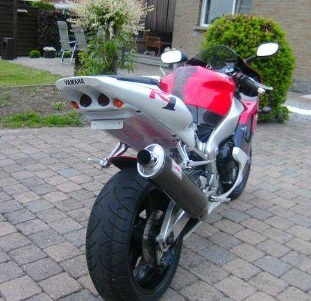 Yamaha R1 (2000)