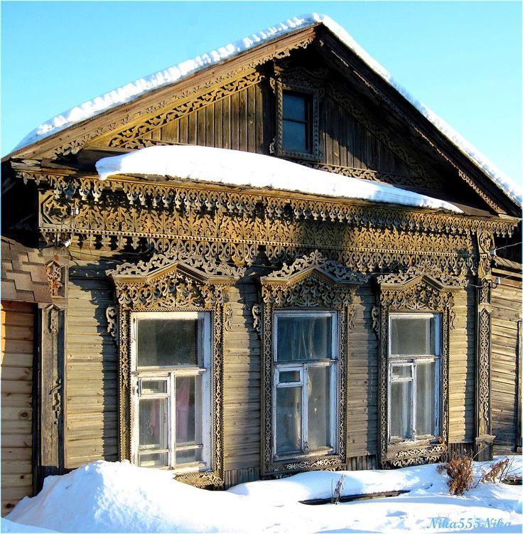 дома украшны деревянной резьбой