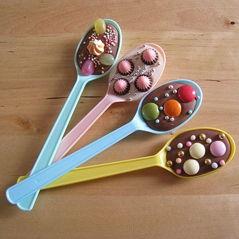 Chocolate spoons with candies - perfect little treats for kids' parties!