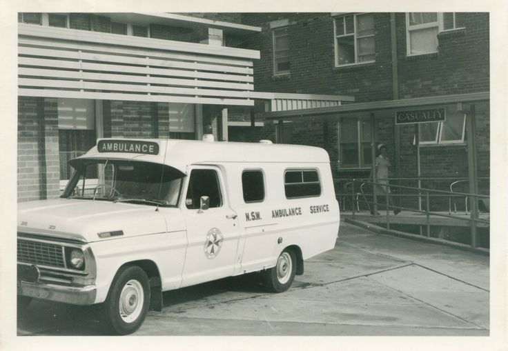 Photograph Gosford District Hospital, Ambulance and