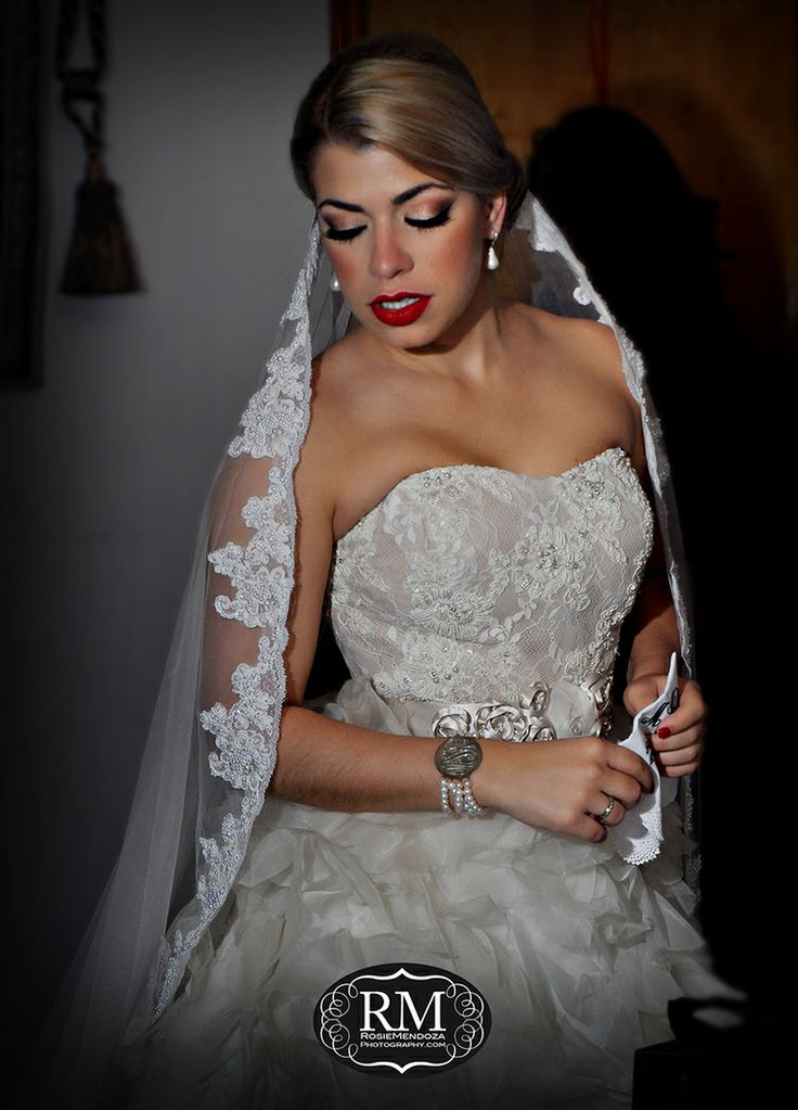 Simple Vintage J Del Olmo Wedding Dress And Matching Veil Love This Rosie Mendoza Unposed