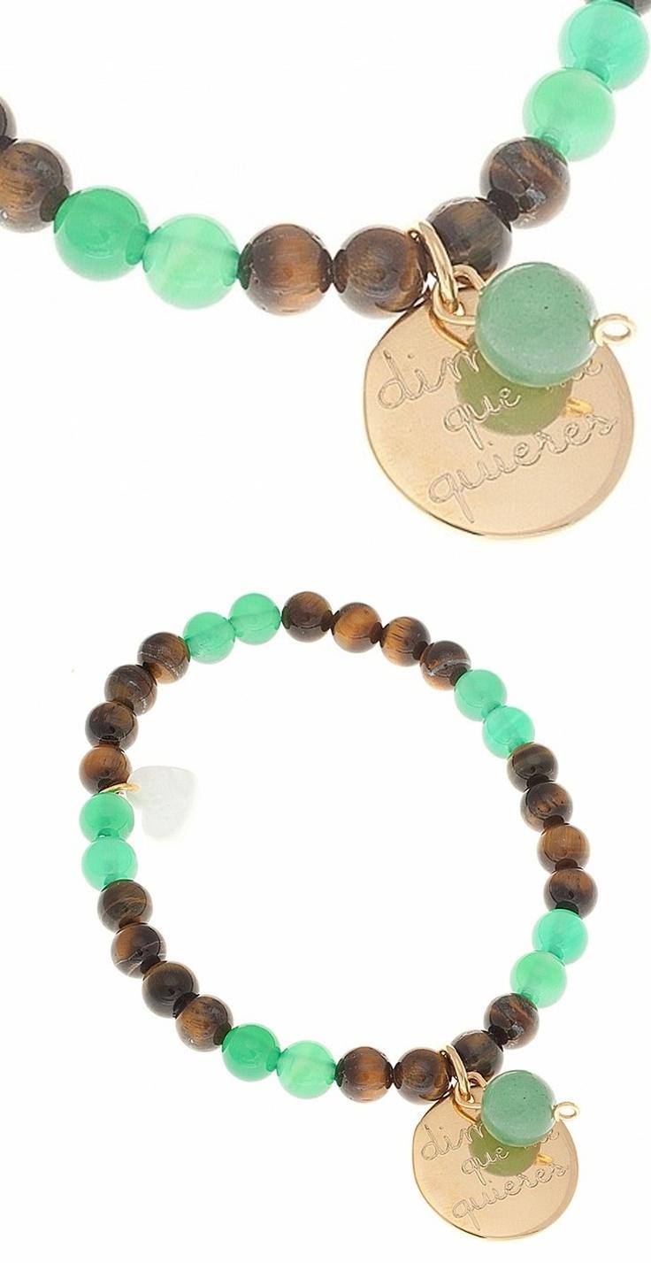Pulsera de piedras semi preciosas; Jade verde y ojo de tigre. Con medalla en baño de oro o plata maciza personalizable.