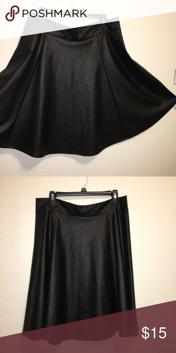 Pleather skater skirt plus size Black pleather skirt, medium length, great for winter looks or for a night out Skirts Circle & Skater