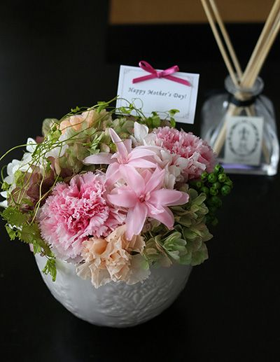 Mother's Day Preserved flower arrangement Pink  母の日のプリザーブドフラワー アレンジメント ピンク http://www.fleuriste-glycine.jp/