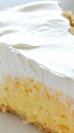 5 Minute Dessert: Pineapple Pie ~ A quick and easy recipe for creamy, no-bake Pineapple Pie that only takes about 5 minutes to make and only needs 5 ingredients.