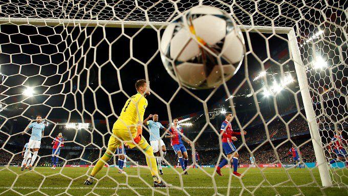 Viermal landete der Ball im Baseler Tor - und damit waren die Schweizer noch bestens bedient.