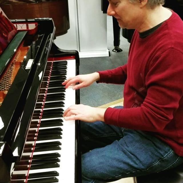 Pianist Joseph Akins plays the Shigeru Kawai SK-3 Pyramid Mahogany at the NAMM Show.  #shigerukawai #shigerukawaipiano #NAMM #nammshow2017 #namm2017 #pianistsofinstagram #pianists #pianos #pianosofinstagram #josephakins #whisperingssolopiano