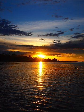 アマゾンに沈む夕陽.jpg
