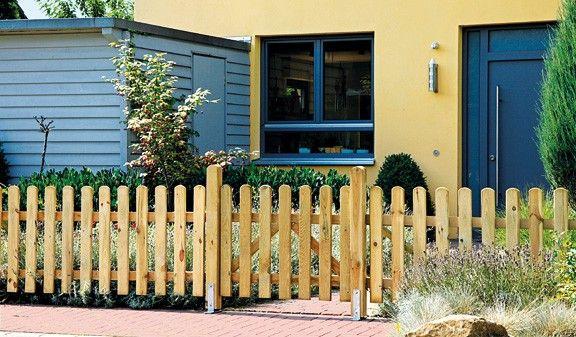 Der Lattenzaun besteht aus der Kiefer und Fichte. Die Zaunlatten sind durch extra starke 30 x 90 mm und senkrecht stehende Latten charakterisiert.Die Zaunelemente haben die Maße 180 x 80 cm. Der Gartenzaun bietet auch die Möglichkeit eine Pforte mit den Maßen100 x 80 cm oder ein Doppeltor in 300 x 80 cm indivduell zu verbauen. Diese und weitere Holzzäune finden Sie unter http://www.meingartenversand.de/gartenzaun.html