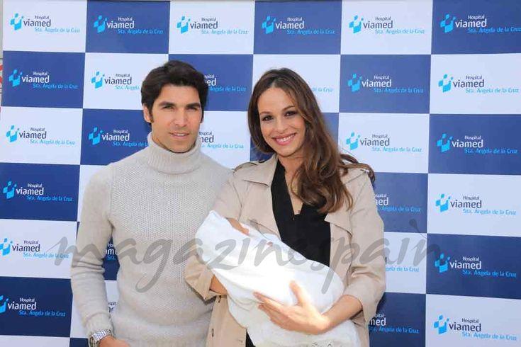Eva González y Cayetano Rivera, muy felices, presentan al pequeño Cayetano