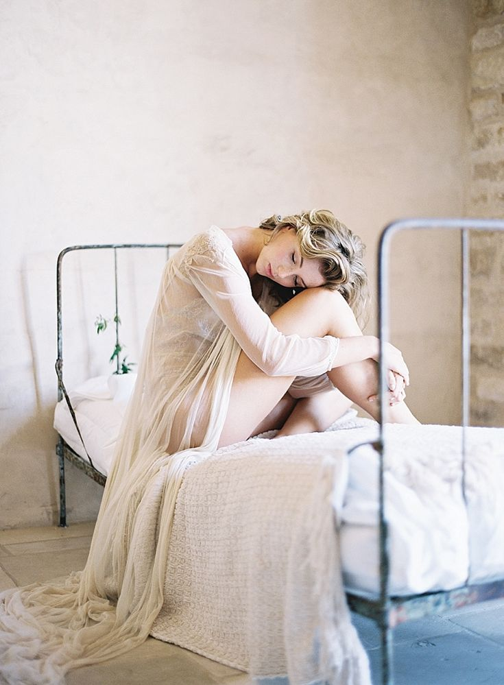Gorgeous and Ethereal boudoir shoot from @trinimai || Be sure to check out the entire shoot
