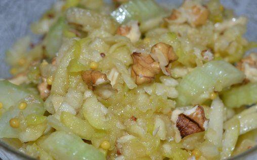 Retete Culinare - Salata cu mar, telina si nuci