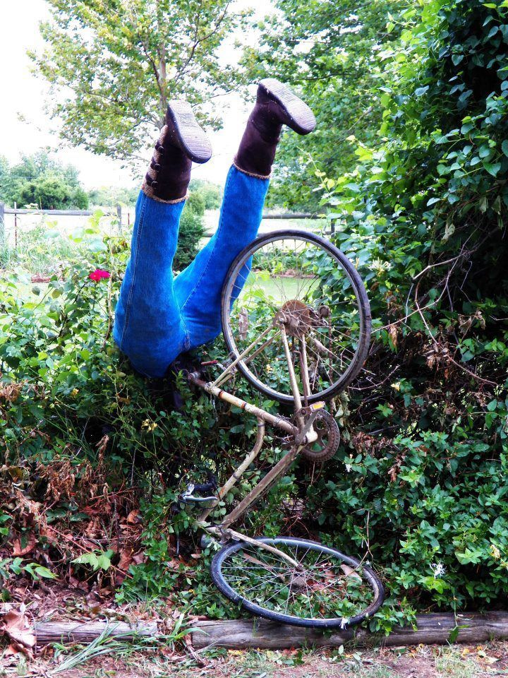 Jan Brown Hi All From Ne Oklahoma Ive Been Recycling Junk From My Attic And B In 2020 Recycled Garden Art Garden Art Projects Scarecrows For Garden