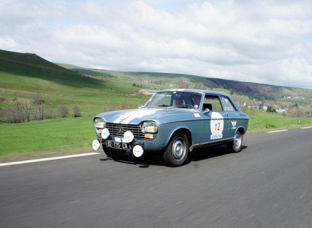 Cars - Tour Auto : entre Vichy et Toulouse, tout est permis pour la Peugeot 204 Coupé ! - http://lesvoitures.fr/tour-auto-entre-vichy-et-toulouse-tout-est-permis-pour-la-peugeot-204-coupe/