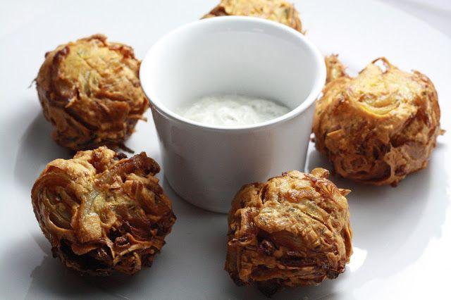 Onion baji - smažený cibulový předkrm (bez lepku)  http://www.veseleboruvky.cz/2013/04/onion-baji-indicky-smazeny-cibulovy.html