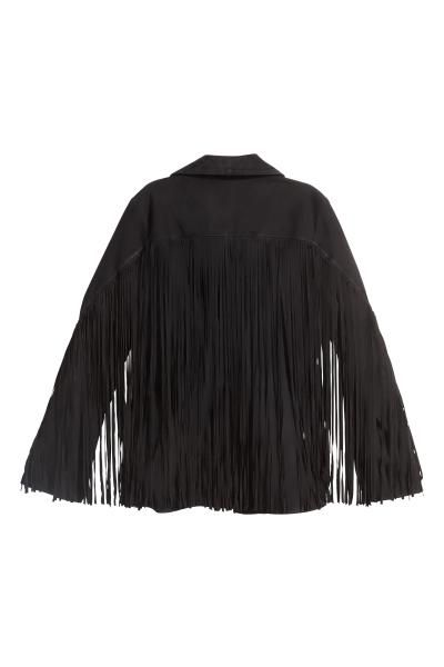 Suède jas met franje: PREMIUM QUALITY. Een jas van suède met franje op de voorkant, op de rug en op de mouwen. Het model heeft een kraag, een ritssluiting vooraan en steekzakken met rits. Gevoerd.
