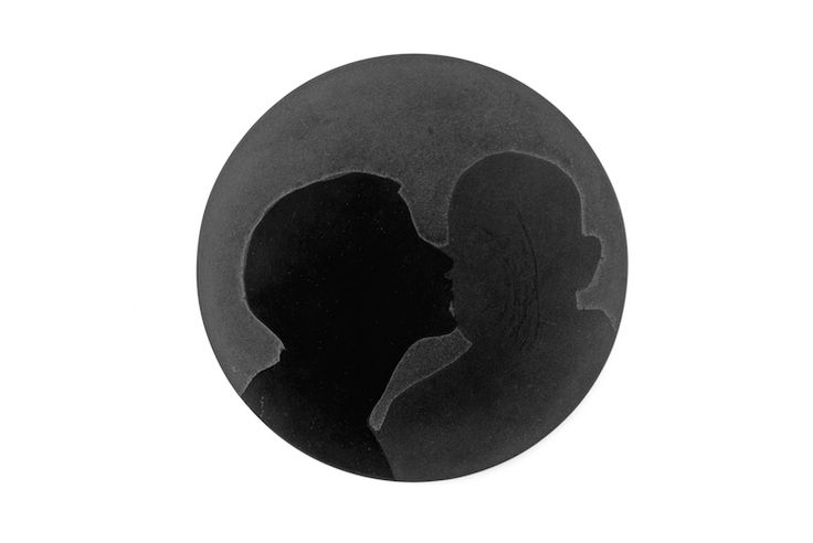 Tore Svensson –  Broche, The Kiss, 2014  Acier  6 x 6 cm