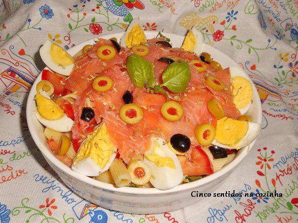 Cinco sentidos na cozinha: Salada fria de massa com salmão fumado