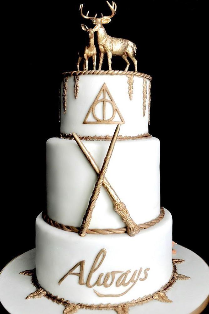 einzigartige Hochzeitstorten Weiß und Gold Harry Potter Stil Dessert Fallonraecakes   – Cake decor