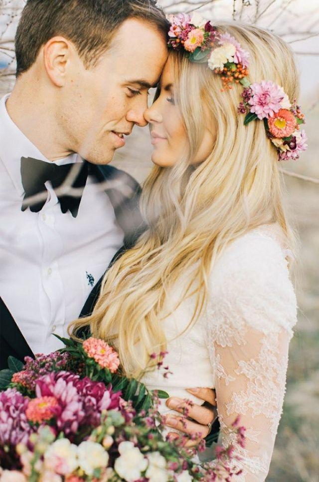 Doe als bruid een mooie bloemenkrans in je haar. Prachtig toch!