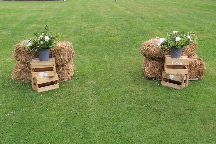 rustic alter that doesn't interrupt the view http://www.wanakaweddingflowers.co.nz/