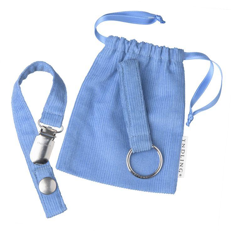 Yndlingsknippet - Knippesett Lys Blå. Nydelig dåpsgave til gutt. En moderne sølvrangle med nøkler i ekte sølv.