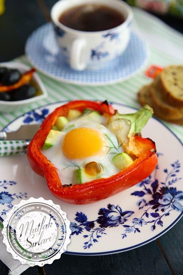 Biber İçinde Fırınlanmış Yumurta (Kabak Dolgulu)