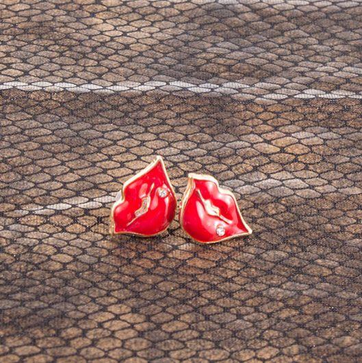 Aritos beso en dorado y rojo