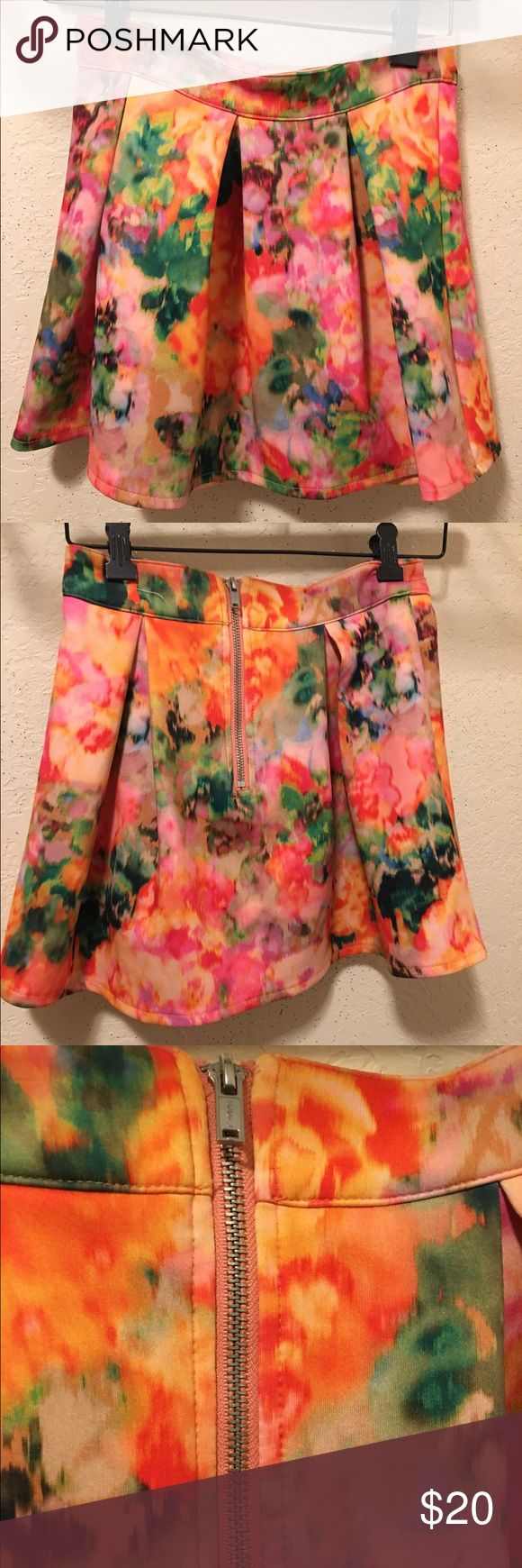 XS Aéropostale watercolor skirt XS NEW Aéropostale mini skirt with zipper. Never worn, just not my style. Watercolor print. Make me an offer!! Aeropostale Skirts Mini