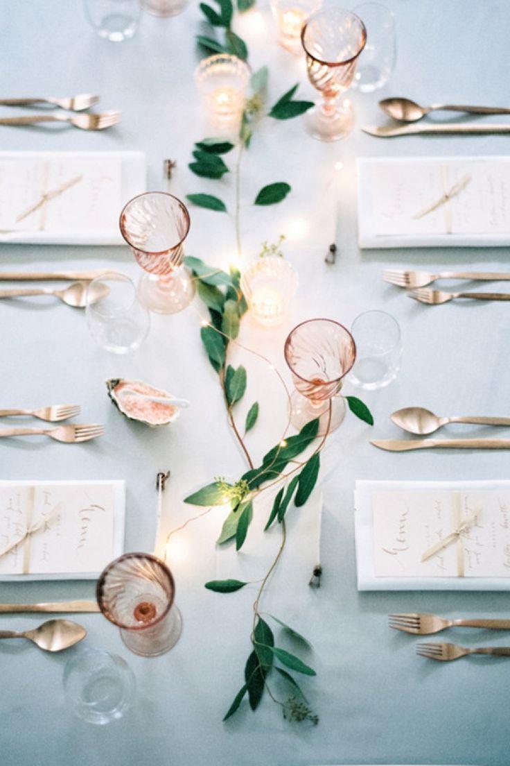 Bij een mooi kerstmenu hoort een knap gedekte tafel. Hier 5x tips en inspiratie voor een feestelijk tafereel.