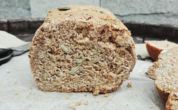 Цельнозерновой хлеб из ржаной муки и муки спельты. Веганский.
