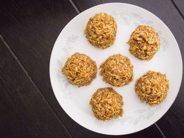 Paleo coconut macaroons with maple syrup | meljoulwan.com