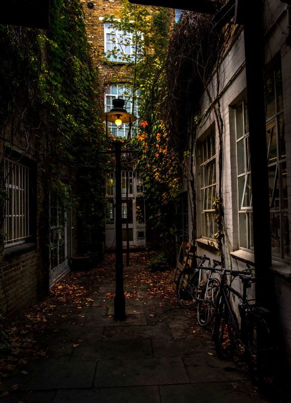 London Alleyway at Playhouse Court