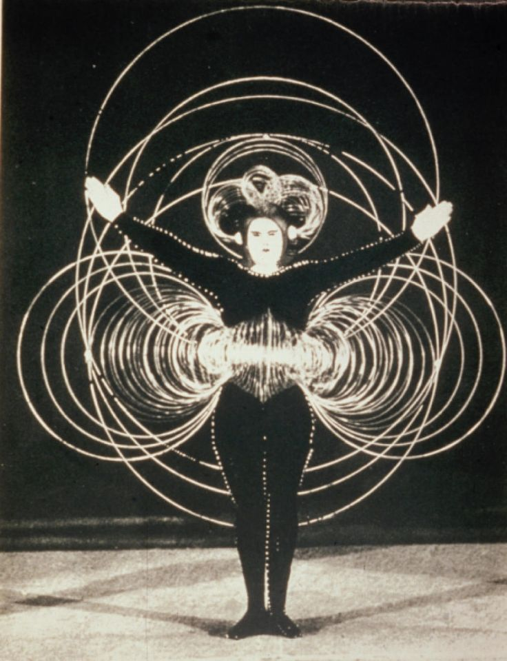 Gode-ass - atomic-flash: The Wire Costume, Triadic Ballet -...