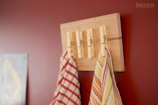 Gamei nesta solução para dispor os panos de prato na cozinha. Simples e charmoso.