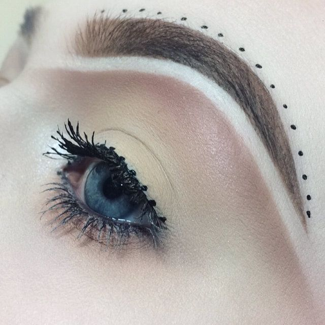 """http://www.revelist.com/beauty-news-/brow-carving-trend/7748/It's been dubbed """"eyebrow carving.""""/3/#/3"""