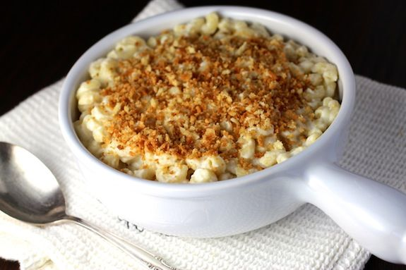 Skinny Roasted Garlic Cauliflower Gravy {Mac 'n No Cheese}