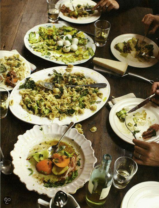Broccoli-orecchiette salade van courgette & bocconcini salade van prosciutto en meloen.   Jamie in 30 minuten - Jamie Oliver  (Klik op de foto en kijk in het inkijkexemplaar voor het recept!)